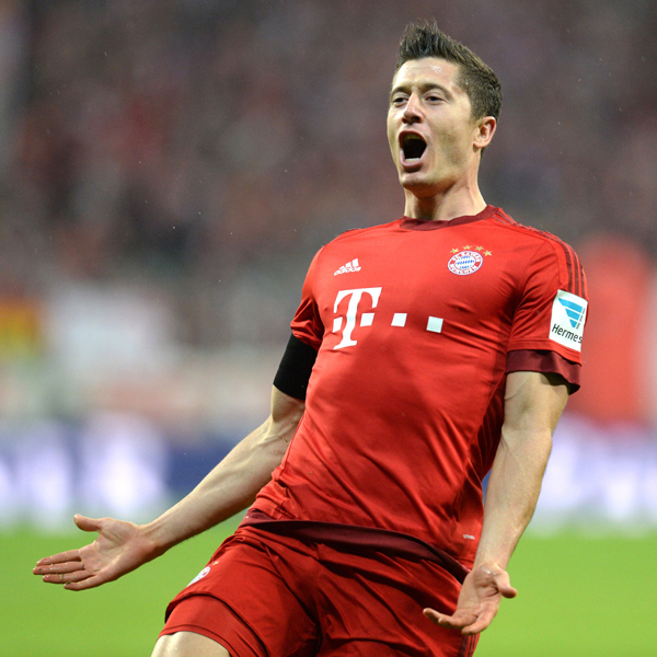 Bayern Munich's Polish striker Robert Lewandowski celebrates after the third goal for Munich during the German first division Bundesliga football match FC Bayern Muenchen vs VfL Wolfsburg in Munich, on September 22, 2015. AFP PHOTO / CHRISTOF STACHE RESTRICTIONS: DURING MATCH TIME: DFL RULES TO LIMIT THE ONLINE USAGE TO 15 PICTURES PER MATCH AND FORBID IMAGE SEQUENCES TO SIMULATE VIDEO. ==RESTRICTED TO EDITORIAL USE == FOR FURTHER QUERIES PLEASE CONTACT THE DFL DIRECTLY AT + 49 69 650050.