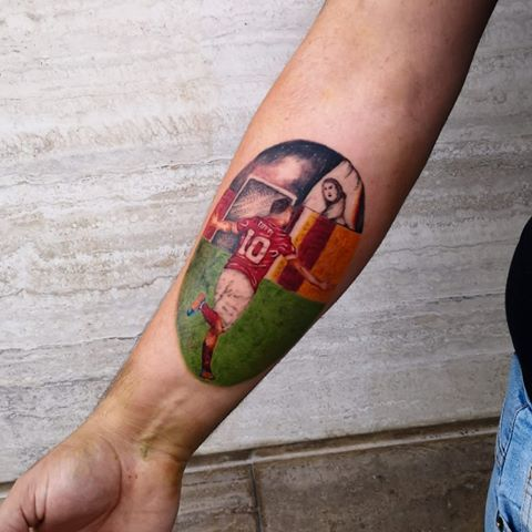 Totti addio Roma tatuaggio