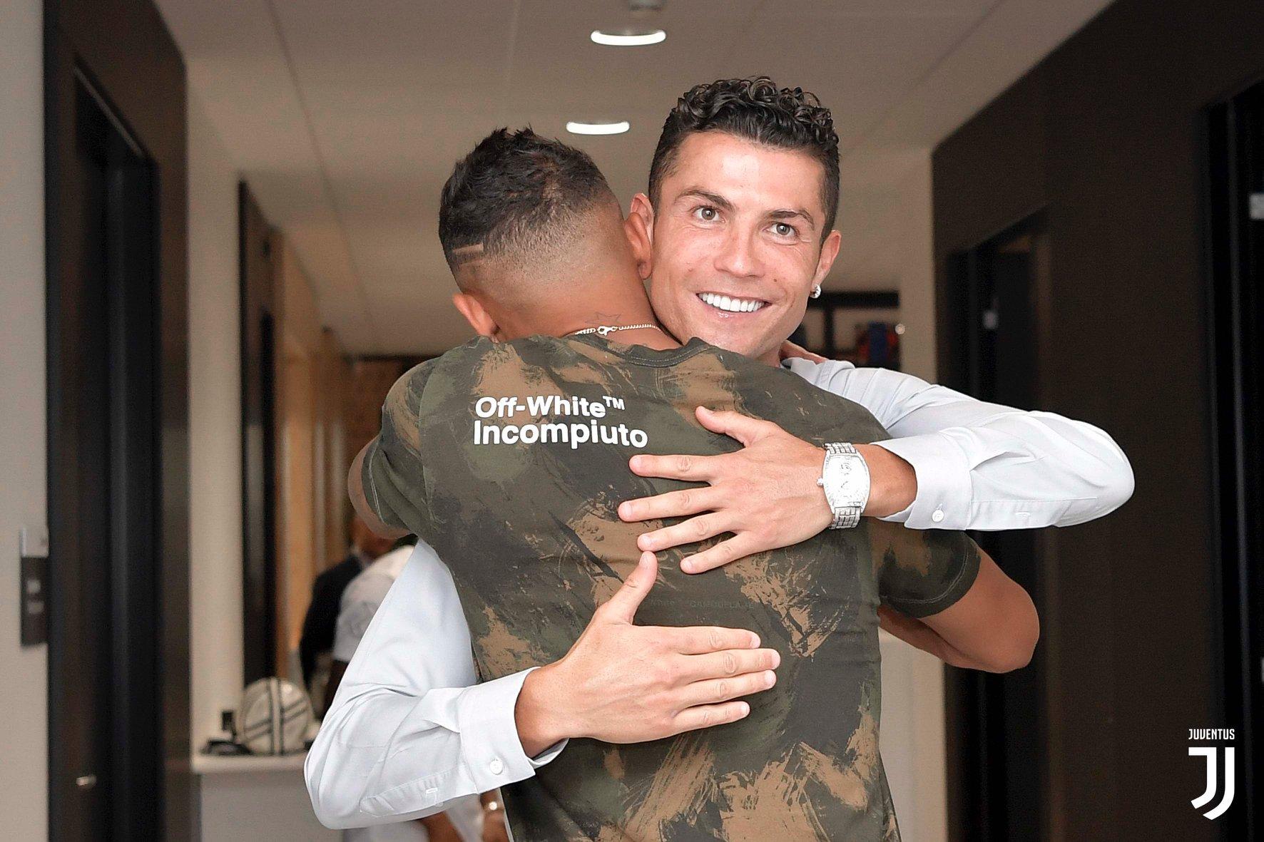 Danilo abbraccia Ronaldo